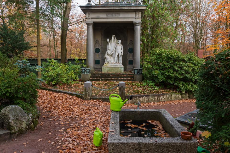Wiesbaden_Nordfriedhof_201811#37-0827